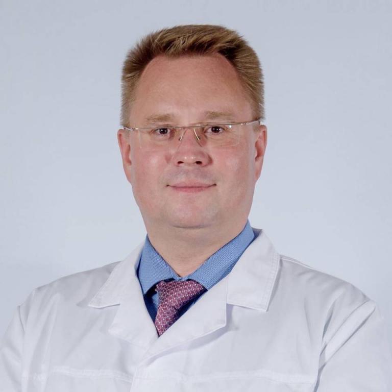 Врач-стоматолог Андрей Шевченко